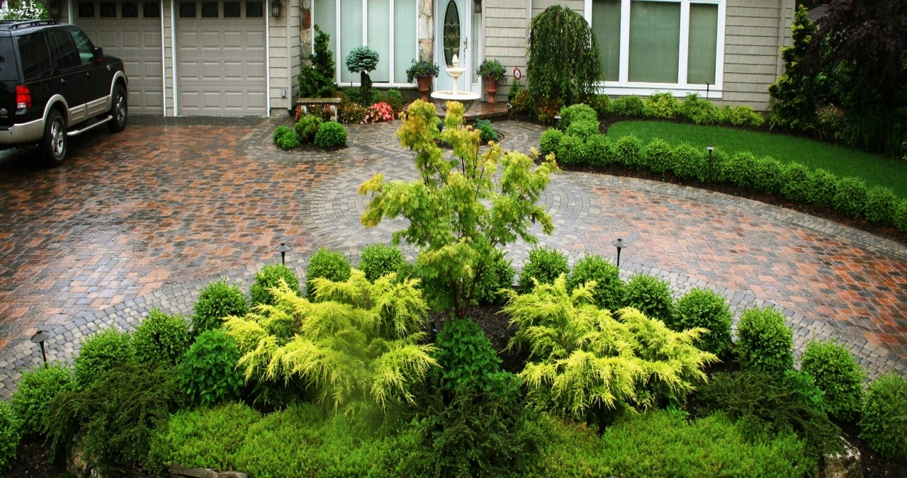 Driveway Landscaping – Greet Your Guests with Plants