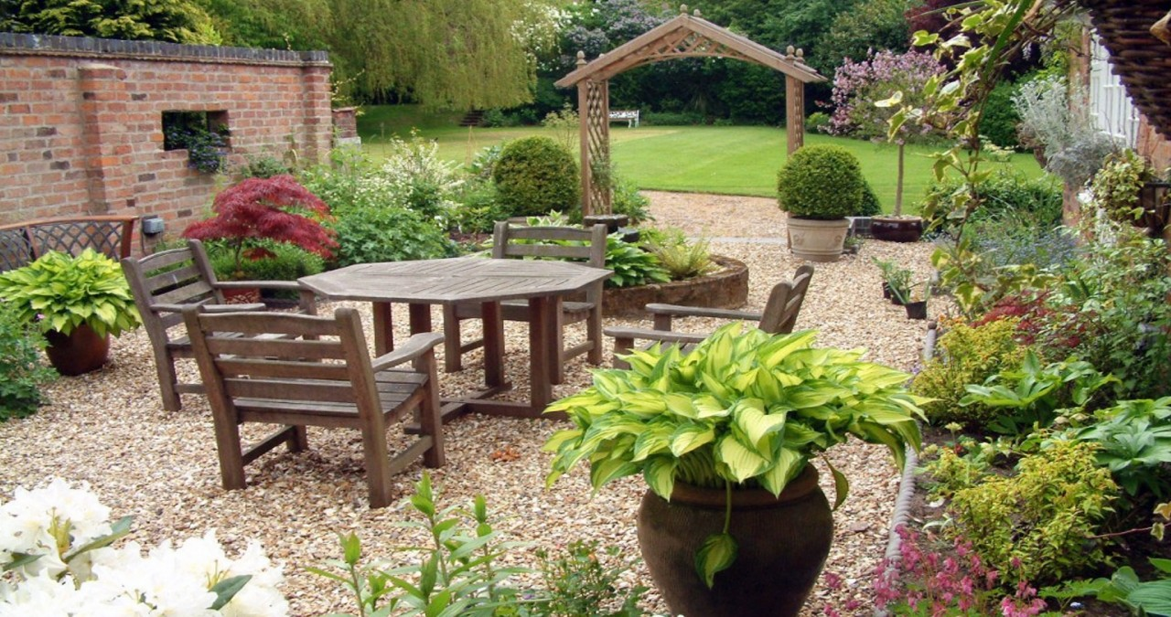 Need Garden Furniture? Here is How to Choose the Best One